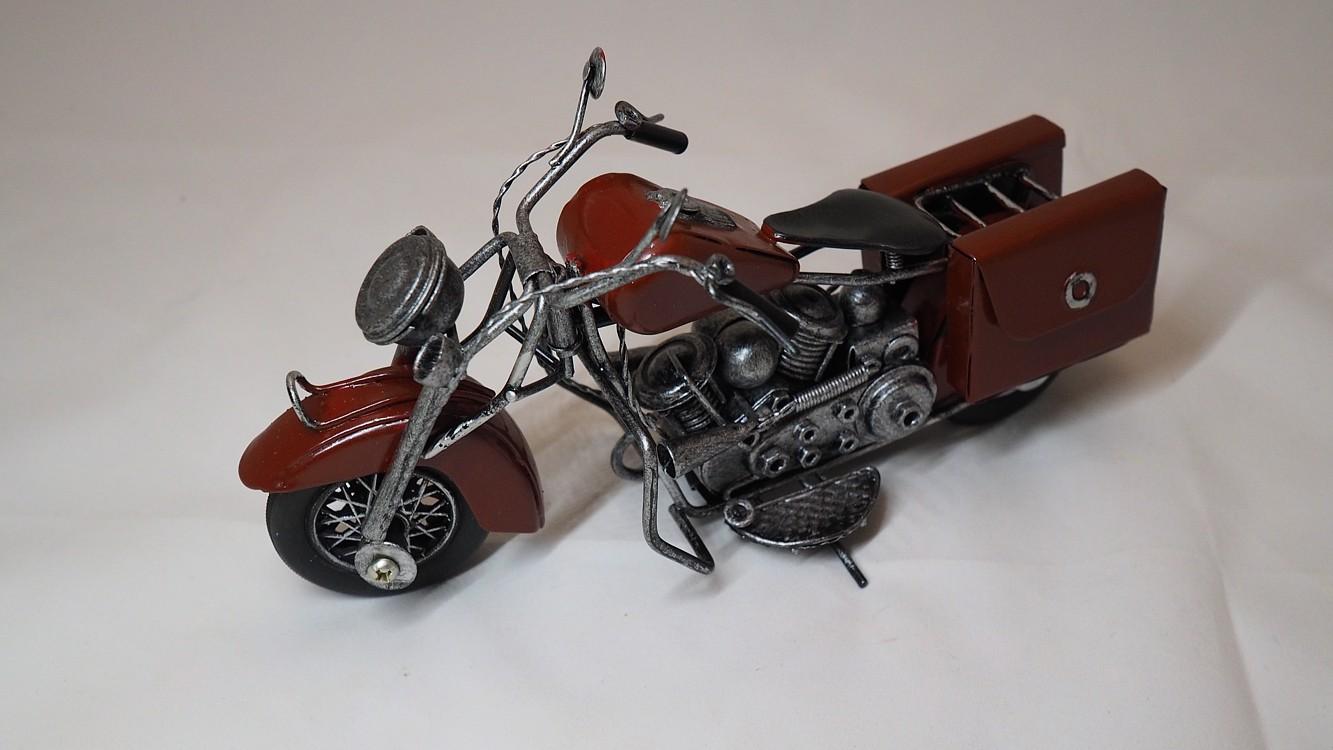 Dekorační motorka vínová dl. 18cm