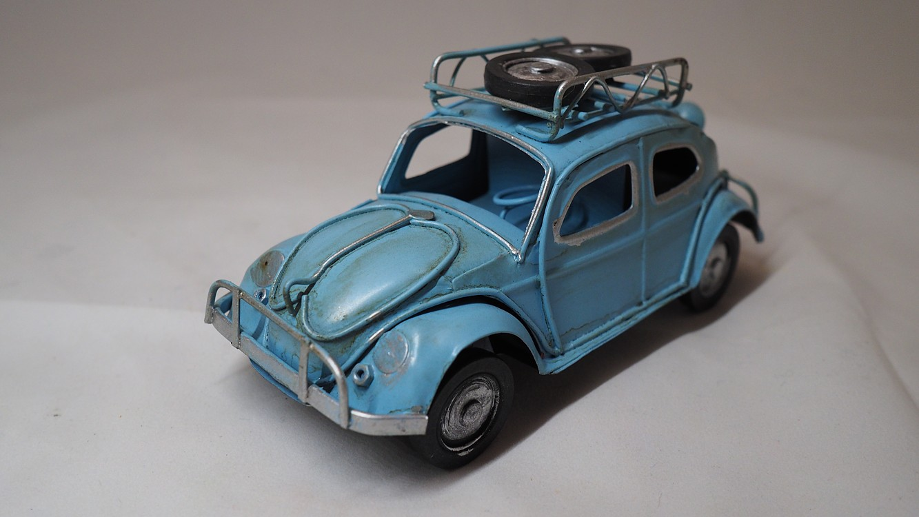 Dekorační auto VW Brouk dl. 18cm
