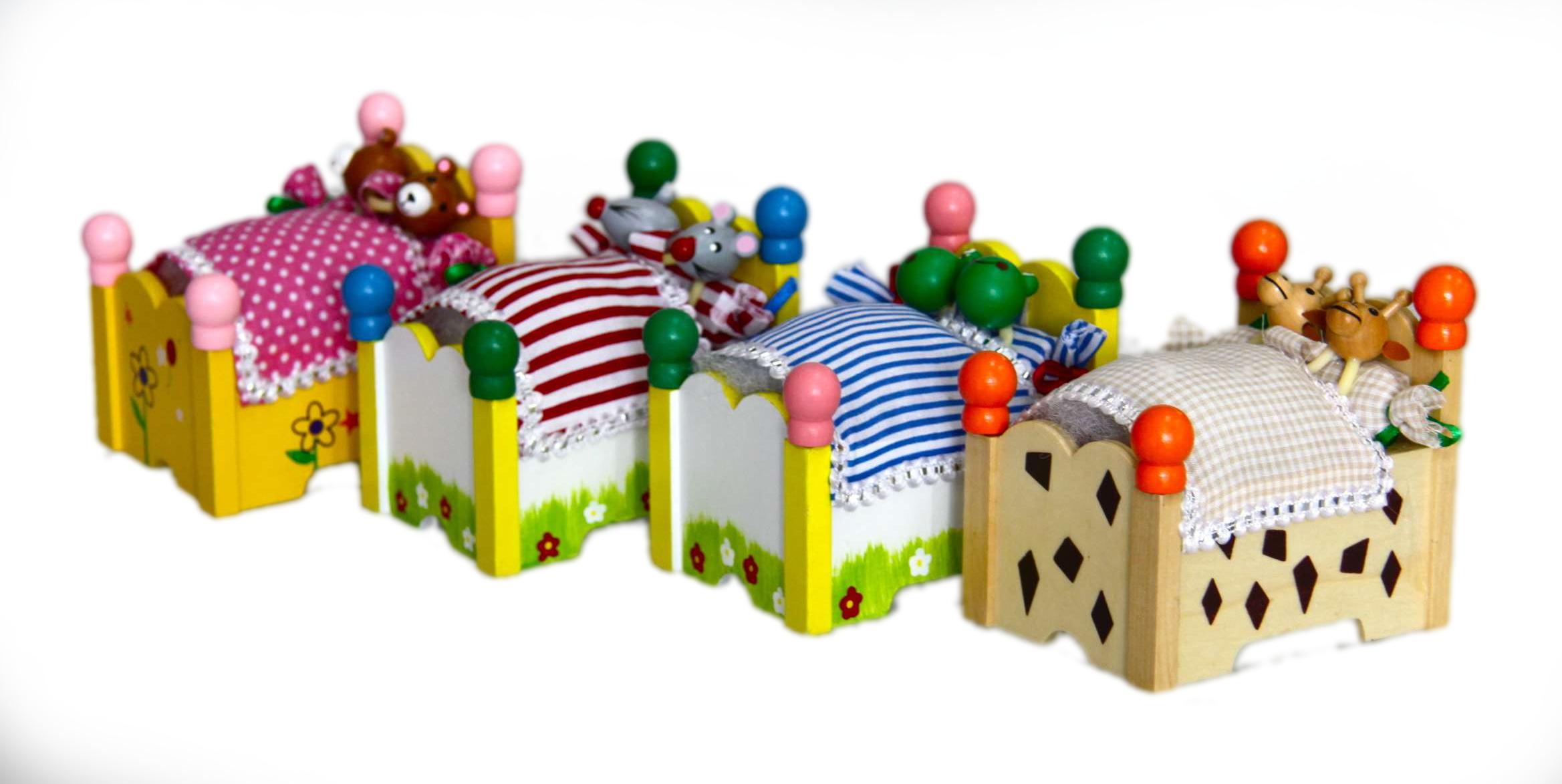 Dřevěná hrací skříňka